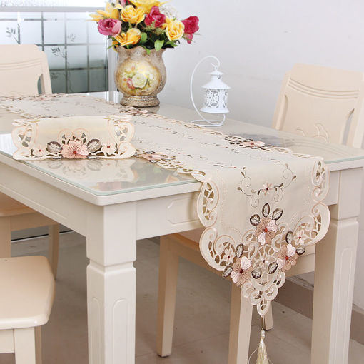 Immagine di Four Sizes Classical Embroidery Flower Table Runnr Desk Mat Wedding Party Home Decor